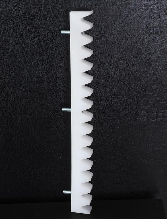 Фото -зубчатая рейка из материала Tekrone